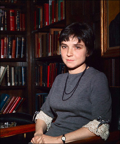 "adrienne rich snapshots of a daughter in law Adrienne rich, feminist poet who ""snapshots of a daughter-in-law,"" represented one of the country's first literary nods to adrienne cecile rich was born."